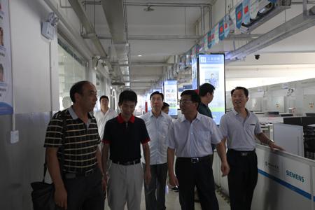 邢台技师学院院长荀凤元,副院长崔占平以及相关处室人员热情接待.